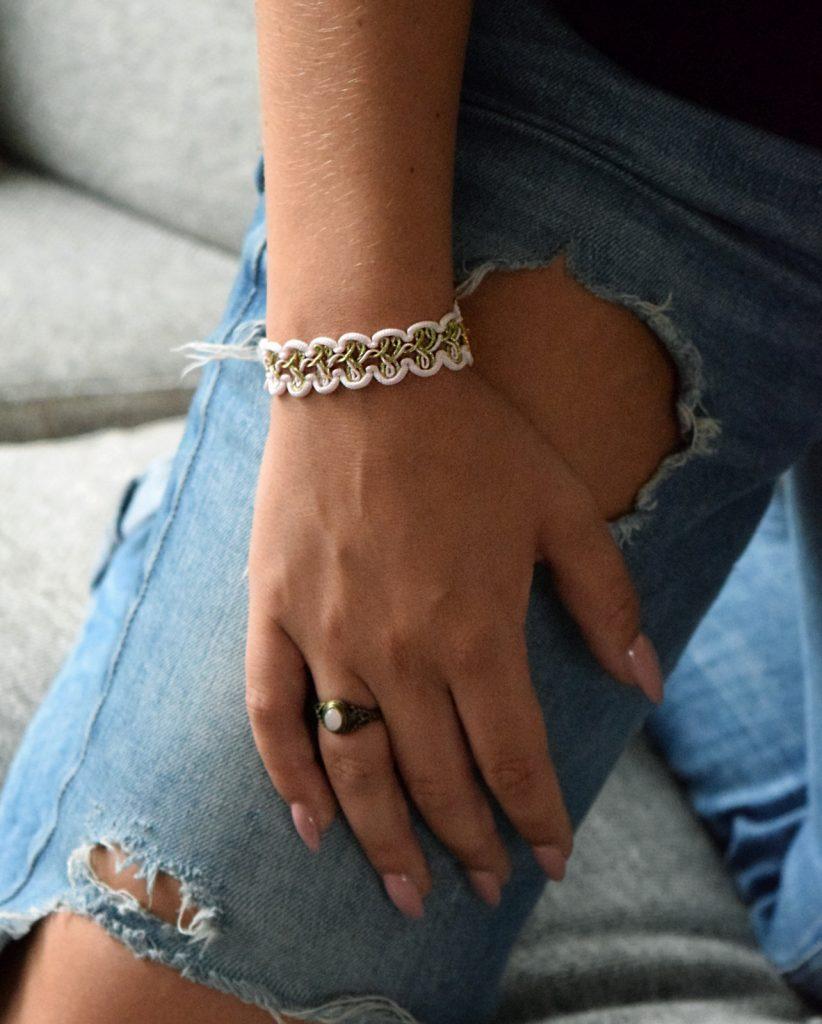 Roze armband van oud meubelband