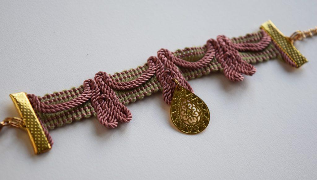 Vintage armband met gouden bedel